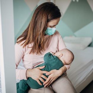 Կորոնավիրուսի կապը երեխային կերակրելու հետ. հետևանքները